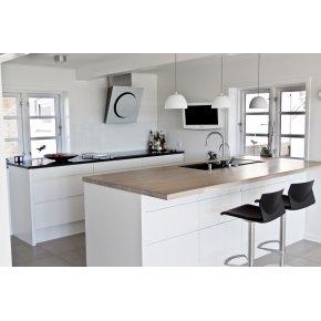 Hvidt køkken med skuffer